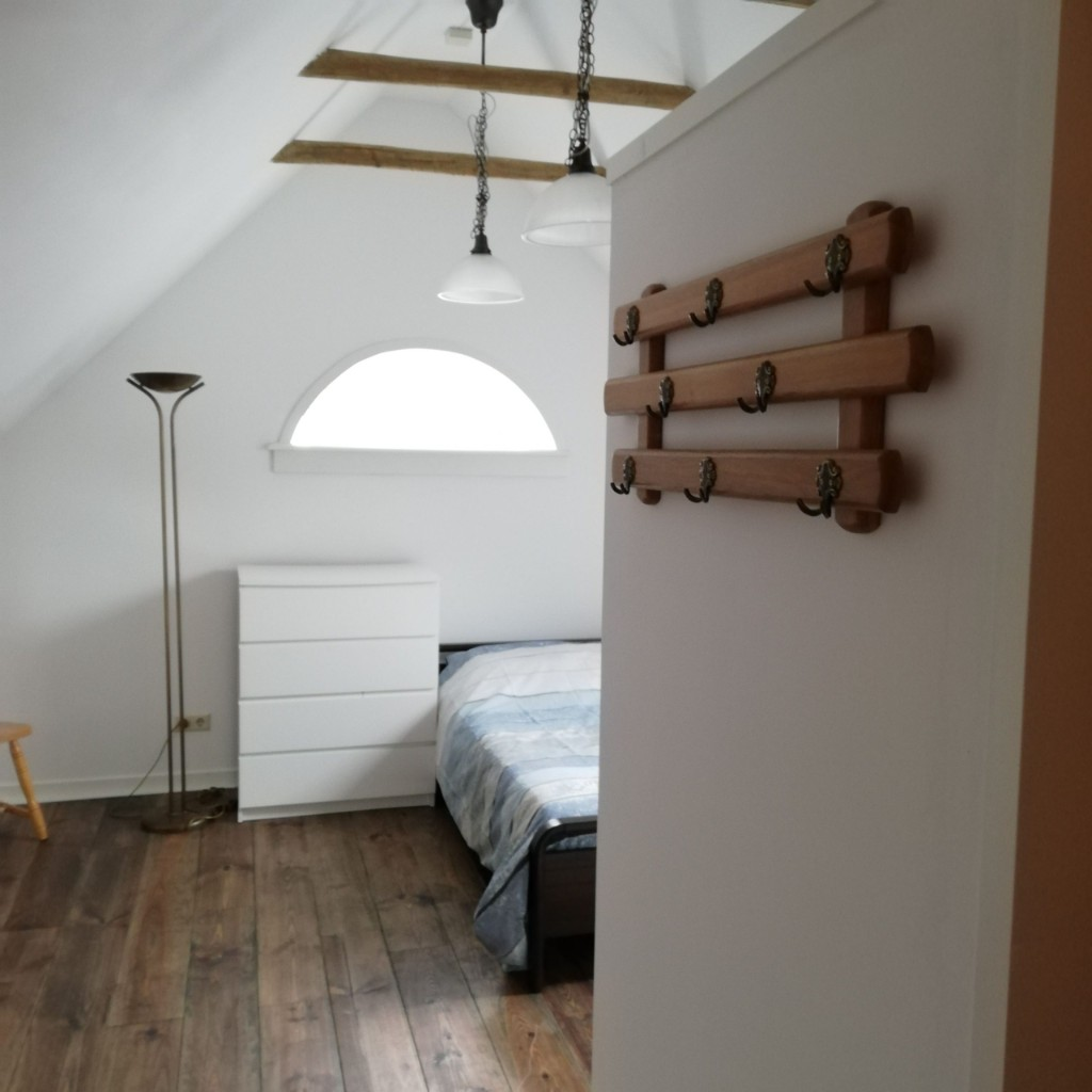 Bed-and-Breakfast-orvelte-slaapkamer-scaled-1